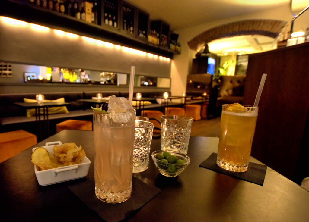 Milan is the perfect place for a relaxing weekend. Which bars are the best in Milan? How to experience the Milan nightlife?