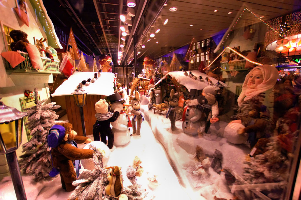 Top things to do on German Christmas markets in Munich and Nuremberg. Explore Bavarian Christmas markets like a local.