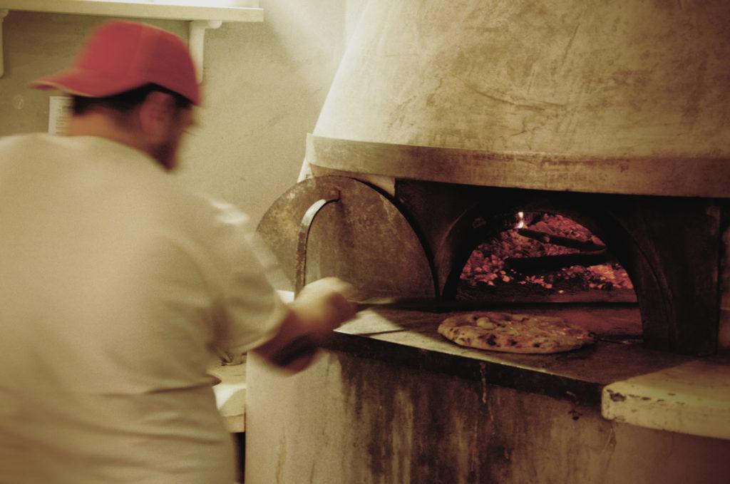 Włoska kuchnia uchodzi za jedną z najlepszych na świecie. Jak doświadczyć jej smaków podczas pobytu w Rzymie? Nasz przewodnik.