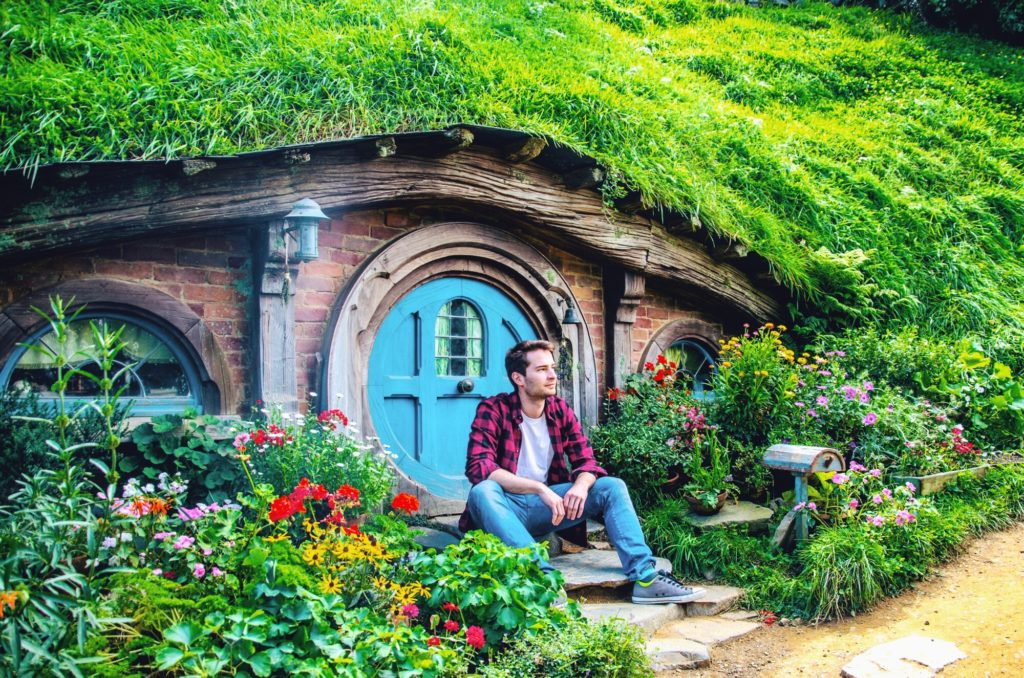 Are you wondering where you can visit a hobbit village? Our trip to Hobbiton - take a look with us where the hobbits live.