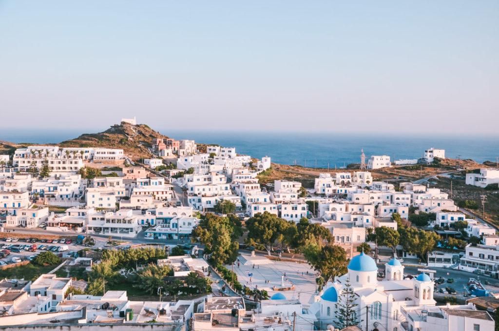 Wyspa Ios to przede wszystkim piękne plaże i szalone imprezy. Co jeszcze warto zobaczyć na Ios? Nasz przewodnik po Ios, Grecja.